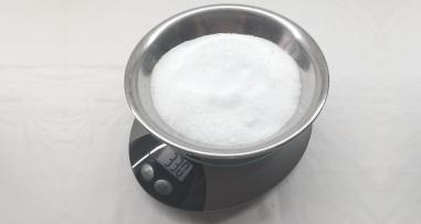 330g of Rochelle Salt.